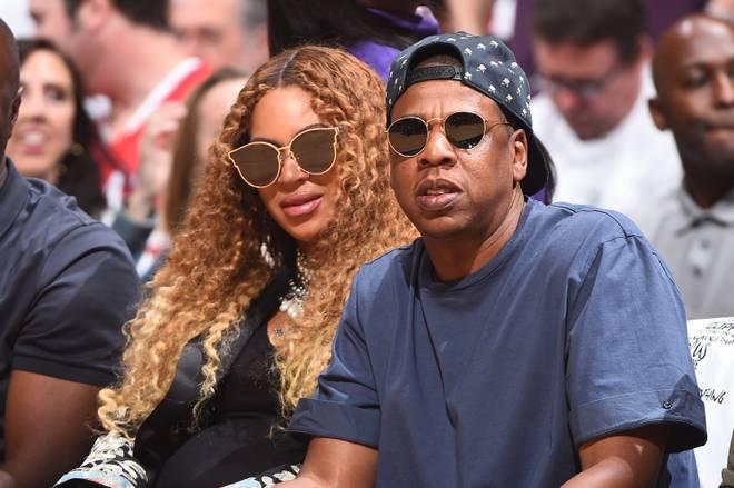 Jay-Z (r.) ist sehr sportinteressiert. Hier besucht er mit seiner Frau Beyonce ein NBA-Spiel