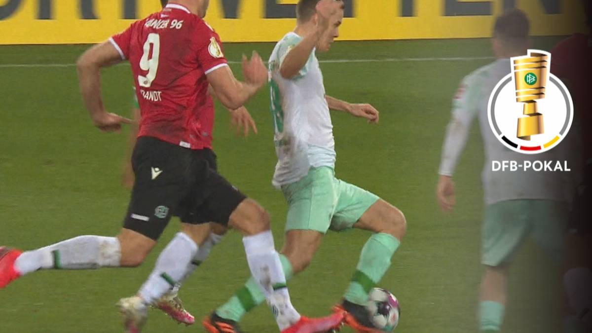 Werder Bremen macht mühelos bei Hannover 96 den Einzug in die nächste Runde klar. Ein schneller Doppelschlag ebnet den Weg für den Bundesligisten.
