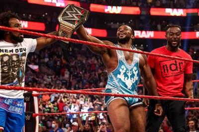 Bei WWE Monday Night Raw gab es einen Dreikampf um den prestigeträchtigen WWE-Titel. Das Resultat sorgte für große Emotionen.