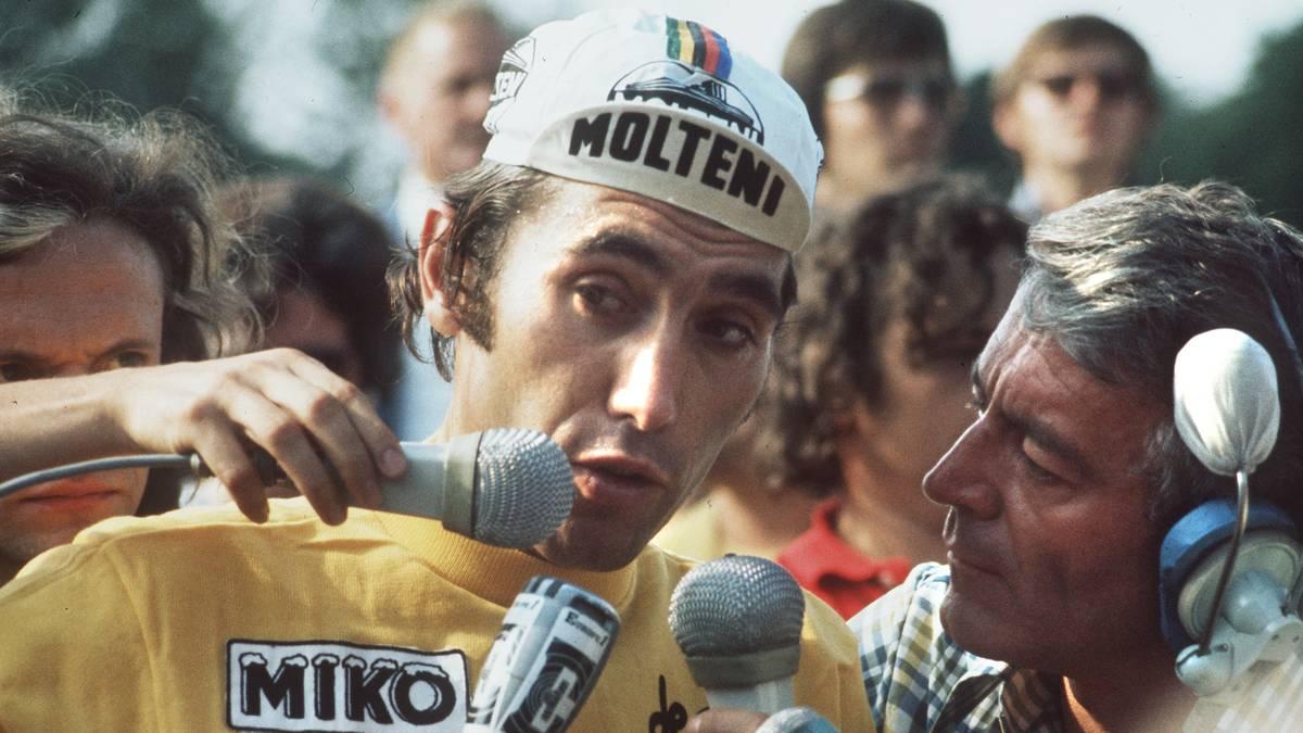 Belgian champion Eddy Merckx answers journalists u Zu seiner Zeit war Eddy Merckx einer der Topfahrer und wurdce mit seinen fünf Tour-Erfolgen zu einem Superstar des Sports