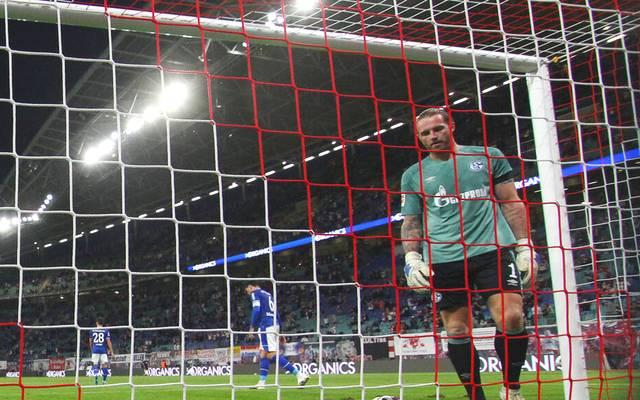 Der FC Schalke 04 um Torhüter Ralf Fährmann haben die nächste Klatsche einstecken müssen