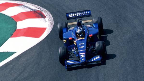 MAGNY COURS, FRANCE - JULY 01:  GP von FRANKREICH 2000, Magny Cours; Nick HEIDFELD/GER - PROST PEUGEOT -  (Photo by Andreas Rentz/Bongarts/Getty Images)