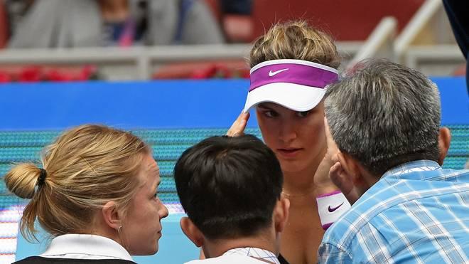 Eugenie Bouchard (M.) stürzte bei den US Open in der Kabine