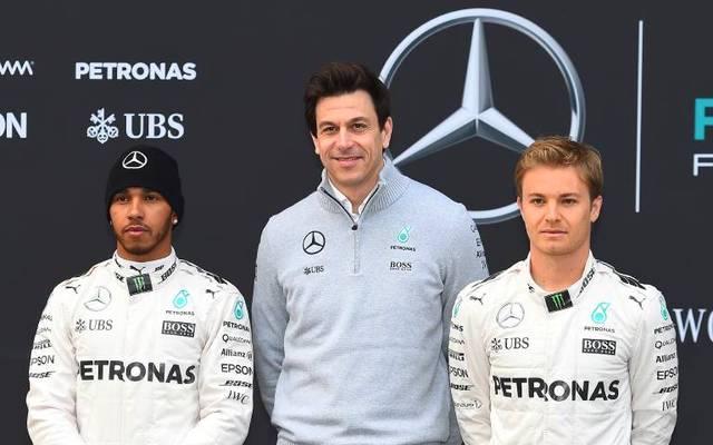 Toto Wolff zwischen den einstigen Rivalen Lewis Hamilton (l.) und Nico Rosberg