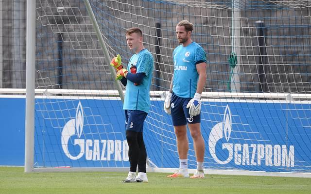 Markus Schubert (vorne) und Ralf Fährmann kämpfen um den Status der Nr. 1 auf Schalke