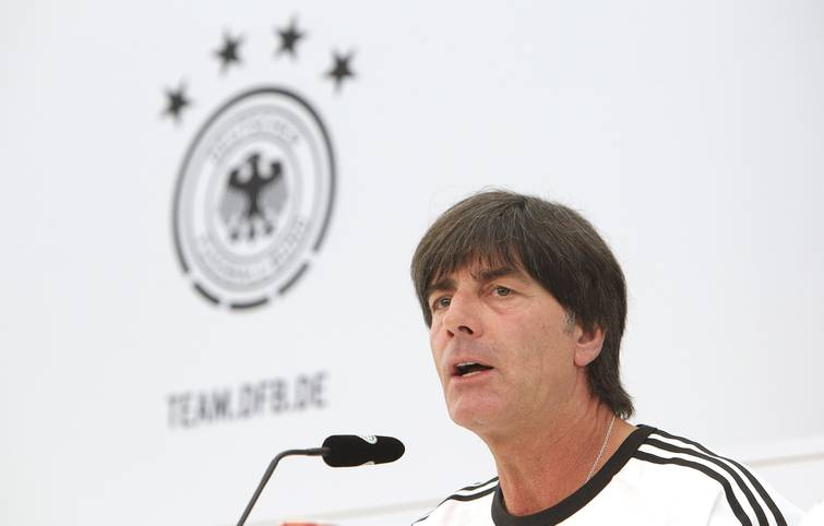 Die Katze ist aus dem Sack: Bundestrainer Joachim Löw hat am Dienstagmittag seinen endgültigen Kader für die EM bekanntgegeben. SPORT1 zeigt, welche 23 Spieler ein Ticket für Frankreich in der Tasche haben