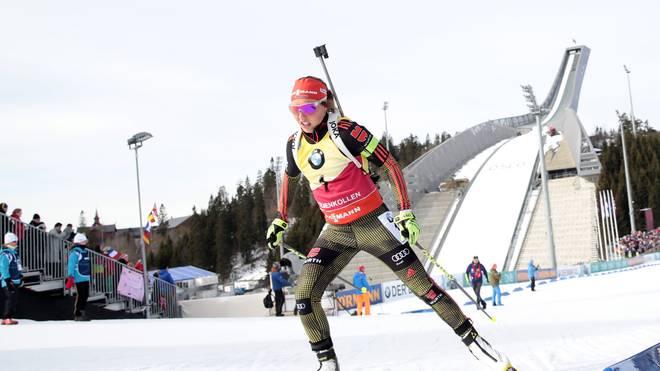LAURA DAHLMEIER: Die 24-Jährige verpasst auf Grund einer erneuten Erkältung den Saisonauftakt. Nach dem Durchbruch im vergangenen Jahr ist eine Leistungssteigerung schwer, aber dennoch möglich. Alles in Allem ist die Biathletin aus Garmisch die Topfavoritin für den Weltcupsieg