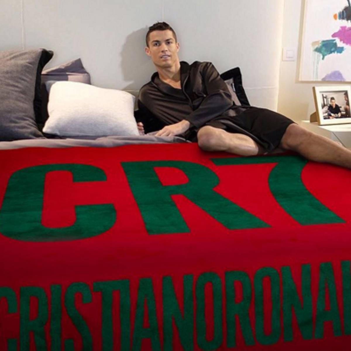 Cristiano Ronaldo Scherzt Vor Em Finale Mit Drei Blondinen