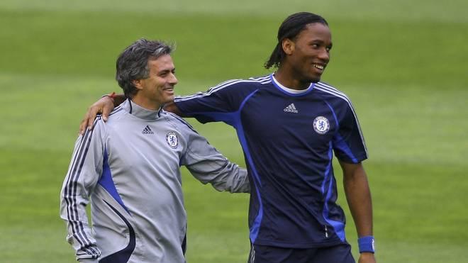 Jose Mourinho (l.) und Didier Drogba