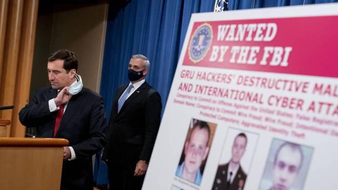 John Demers (l.) enthüllte in den USA eine spektakuläre Anklage