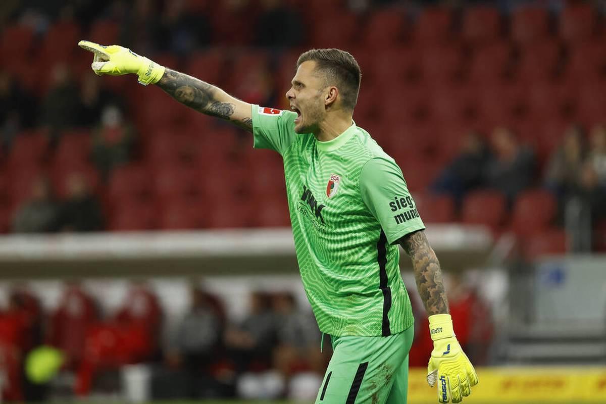 Der FC Augsburg zeigt gegen den 1. FSV Mainz 05 teils eine desolate Leistung. FCA-Keeper Rafal Gikiewicz spricht nach der Klatsche Klartext.