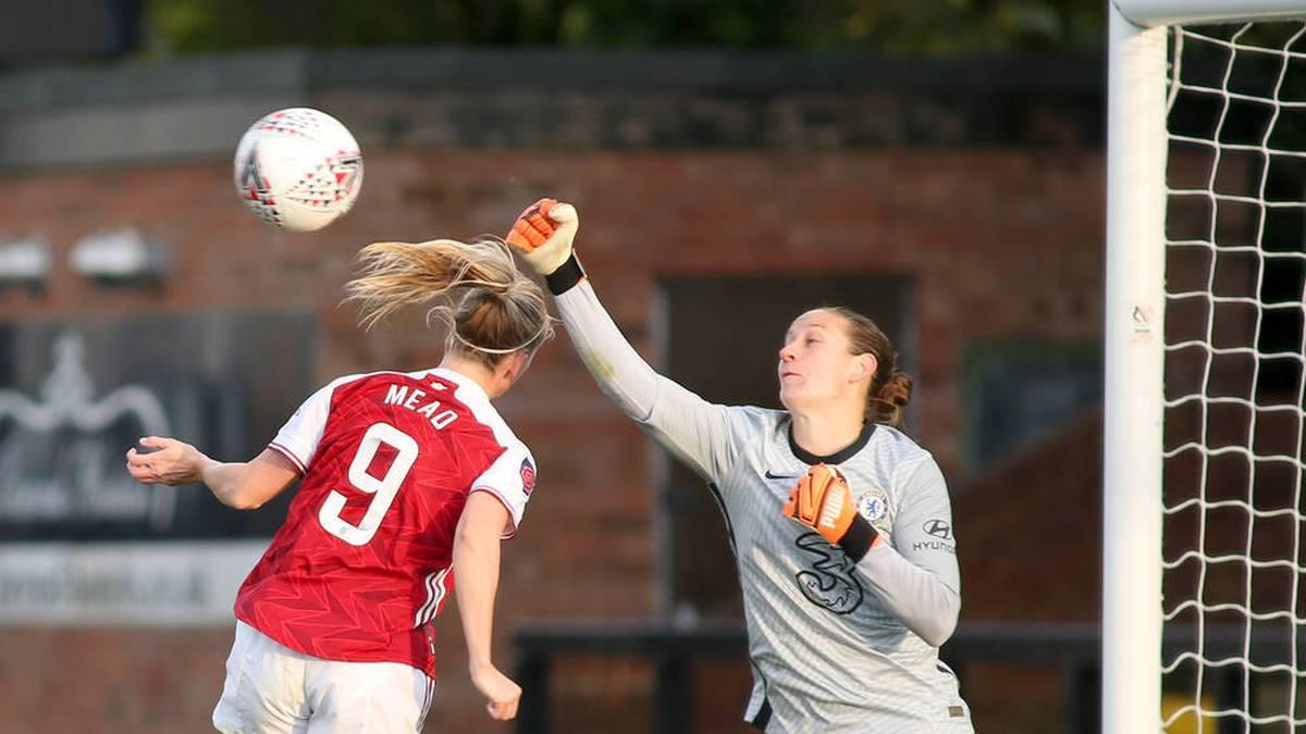 Ann-Katrin Berger (r.) hat in dieser Saison ligaweit die wenigsten Gegentore kassiert