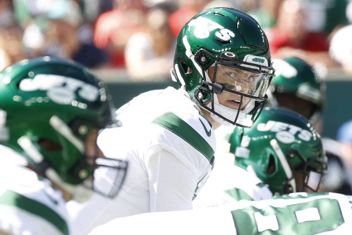Jets-Quarterback Zach Wilson erlebt im Spiel gegen die Patriots ein Desaster.  Sein Coach fordert ihn später zu einer langweiligeren Spielweise auf, auch Bill Belichick reagiert.