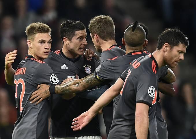Der FC Bayern steht nach einem 2:1-Sieg bei PSV Eindhoven im Achtelfinale der Champions League. Arjen Robben erlebt dabei eine durchwachsene Rückkehr an seine alte Wirkungsstätte - dafür glänzt Robert Lewandowski. Die SPORT1-Einzelkritik