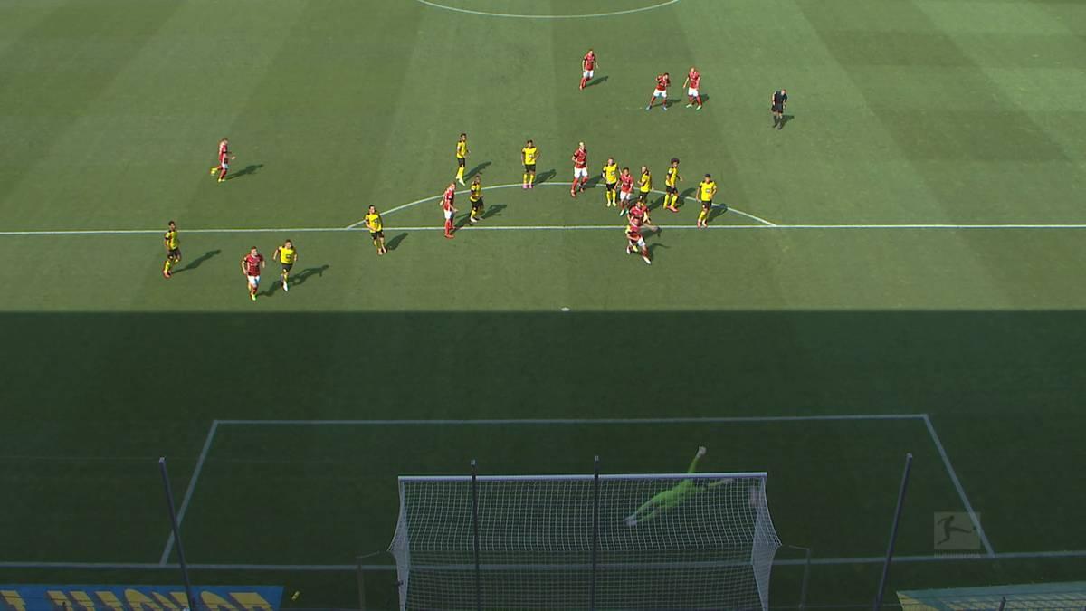 Borussia Dortmund unterliegt beim Angstgegner SC Freiburg mit 1:2. Vor allem Super-Stürmer Erling Haaland blieb weitestgehend blass.
