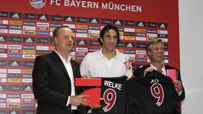 Oliver Welke und Albrecht Schmitt Fleckenstein bei einem Termin mit Bayerns Luca Toni 2007