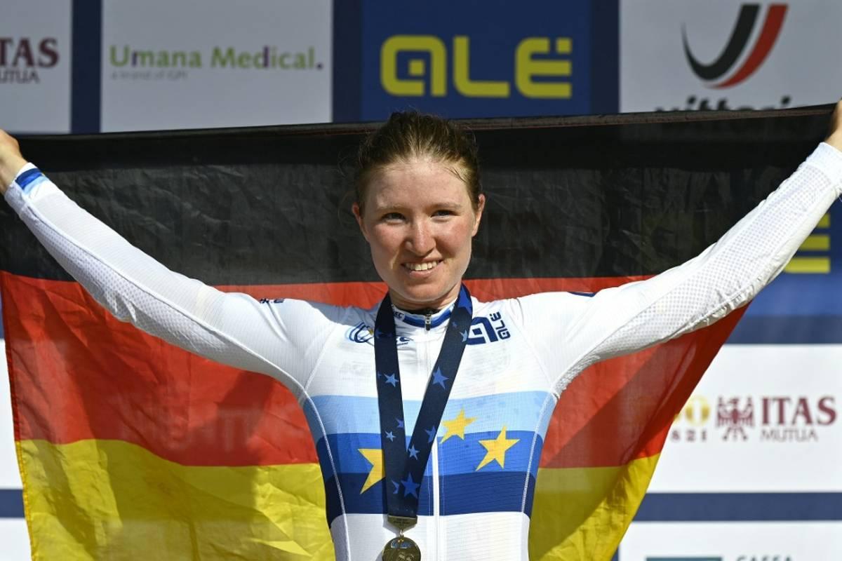 Deutschland sichert sich bei der Straßenrad-WM die nächste Medaille. Bei den Juniorinnen gewinnt Lina Riedmann den Sprint der Verfolgergruppe und holt Edelmetall.