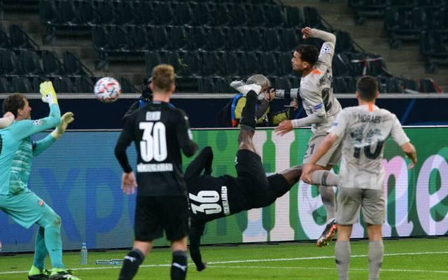 Fallrückzieher! Breel Embolo von Borussia Mönchengladbach feiert ein Traumtor gegen Schachtar Donezk