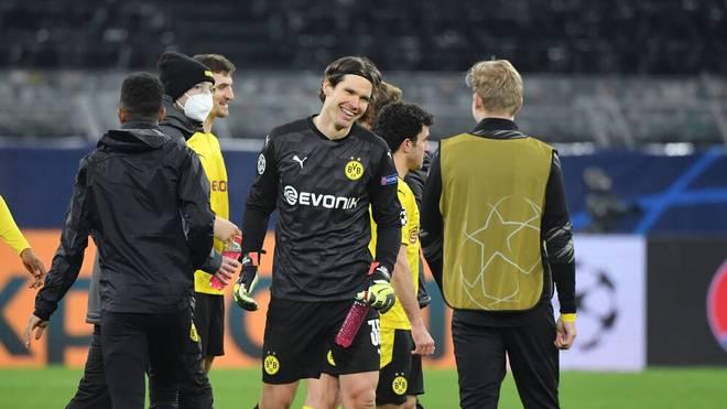 Torwart Marwin Hitz (M.) spielt seit 2018 für Borussia Dortmund