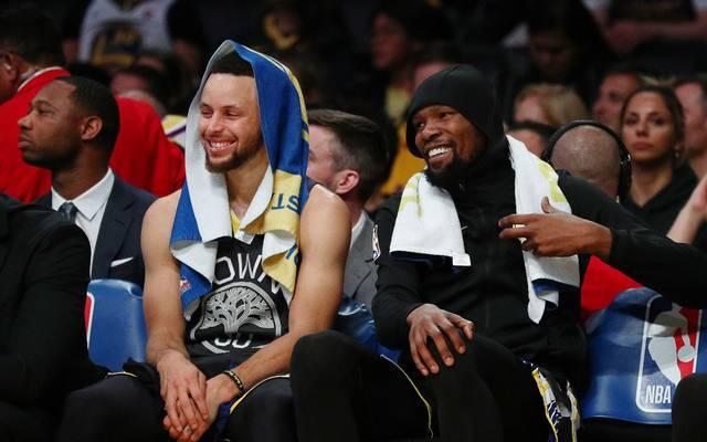 Kevin Durant (r.) und Steph Curry spielten gemeinsam für die Warriors
