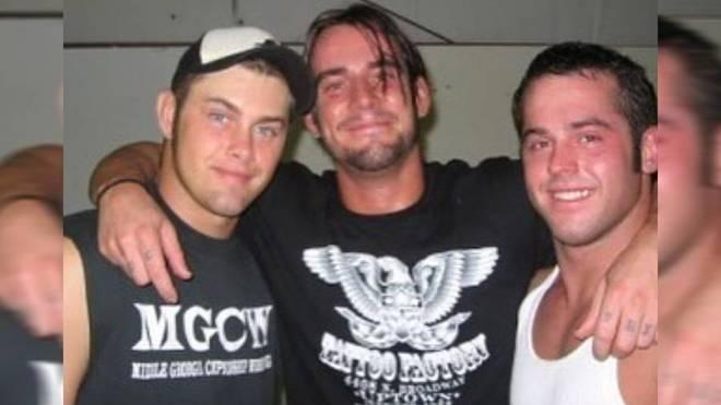 Jimmy Rave (l.) mit den späteren WWE-Stars CM Punk (M.) und Roderick Strong