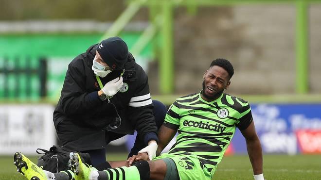 Jamille Matt zog sich in der vierten englischen Liga eine hässliche Verletzung zu