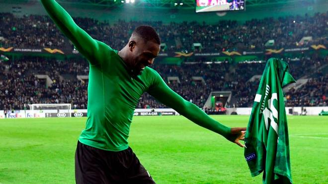 Marcus Thuram feiert mit den Fans von Borussia Mönchengladbach