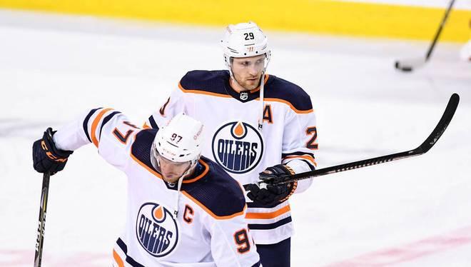 Connor McDavid (vorne) und Leon Draisaitl spielen seit 2015 für die Edmonton Oilers