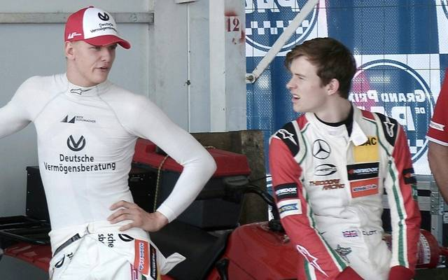 Mick Schumacher gewann den Formel-2-Titel vor Callum Ilott (r.)