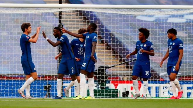 Der FC Chelsea um Nationalspieler Antonio Rudiger (2.v.l.) steht im Finale des FA Cups