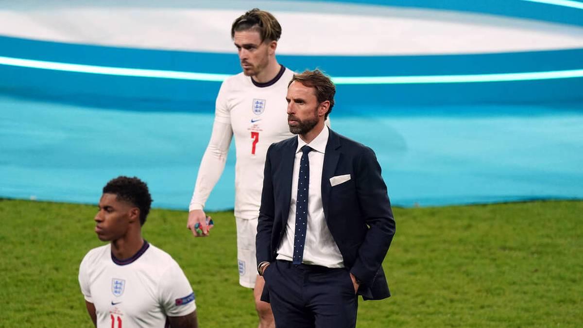 Die Runde im Snickers Fan Talks schaut gespannt das Elfmeterschießen zwischen Italien und England und kann die Auswahl der Schützen von Gareth Southgate nicht verstehen.