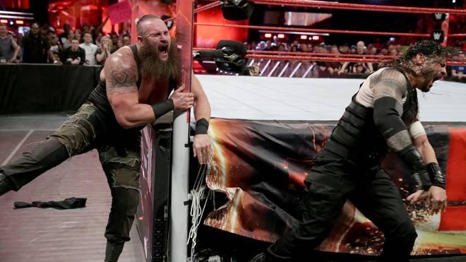 Braun Strowman (l.) kommt offenbar schneller zurück als von WWE behauptet