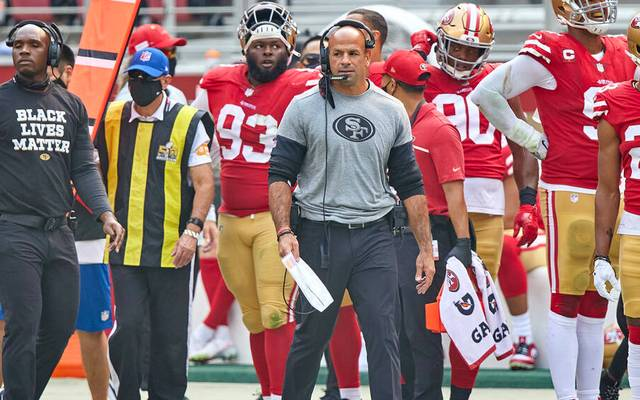 Robert Saleh (M.) ist der neue Head Coach der New York Jets