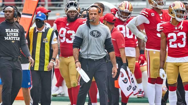 Robert Saleh (M.) ist der neue Head Coach der New York Jets