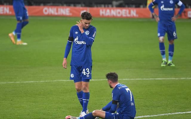 Matthew Hoppe (l.) und Mark Uth taumeln mit Schalke 04 dem Abstieg entgegen