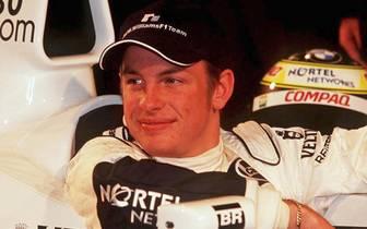 PLATZ 8: Im selben Alter wie Cheever ist auch Jenson Button als er im Williams erstmals bei einem Grand Prix zum Einsatz kommt. Der Brite fährt als Teamkollege von Ralf Schumacher im Qualifying auf Anhieb auf Platz zwei und wird 2009 Weltmeister. Aktuell