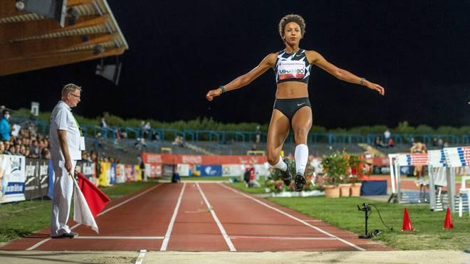 Mit der Jahres-Weltbestleistung von 7,03 m hat Weltmeisterin Malaika Mihambo beim Leichtathletik-Meeting in Dessau den Weitsprung-Wettbewerb der Frauen gewonnen