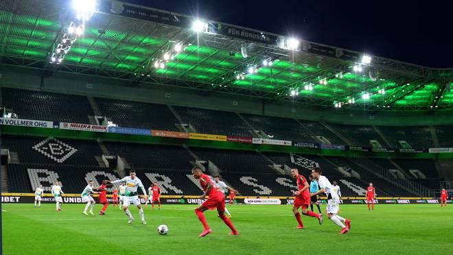 Ein bald gewohntes Bild? Nach Leopoldina-Präsident Haug könnten Spiele ohne Zuschauer bis Herbst 2021 die Bundesliga prägen