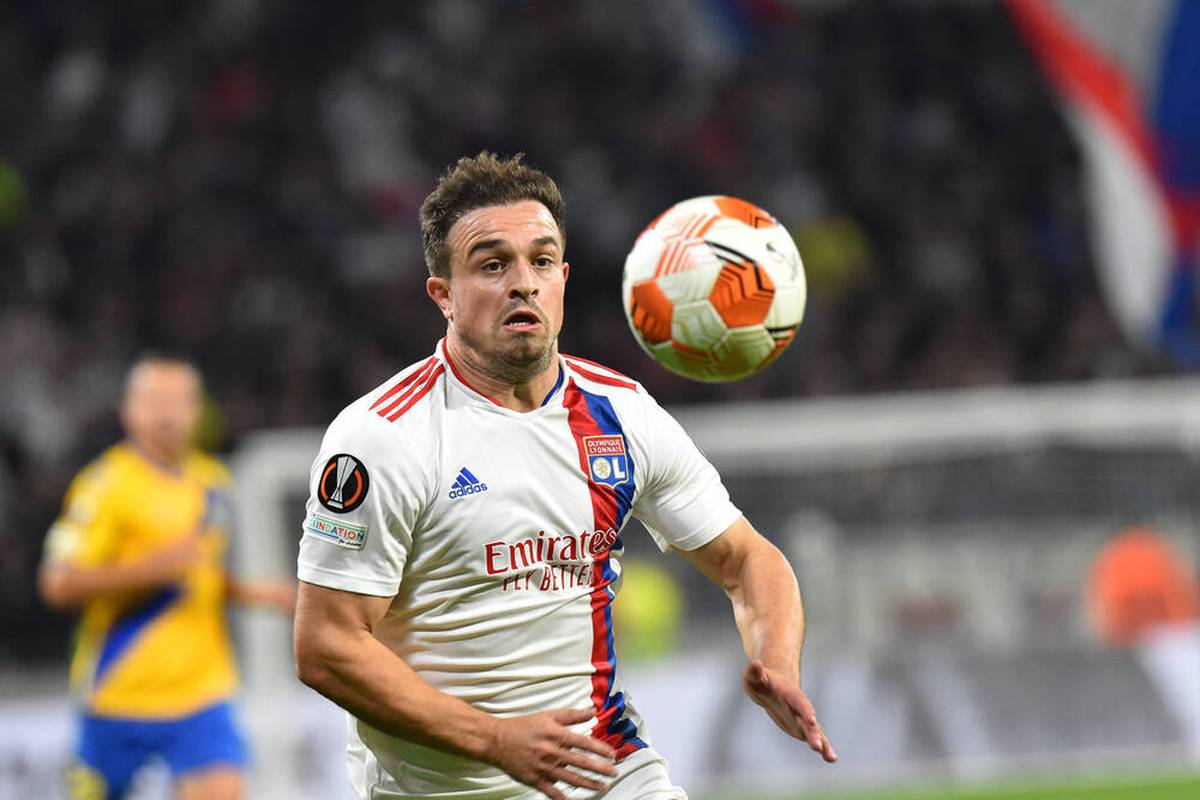Xherdan Shaqiri sucht bei Olympique Lyon noch nach seiner Rolle. Die Presse fällt bereits ein hartes Urteil, ein Teamkollege spielt auf seiner Position groß auf.