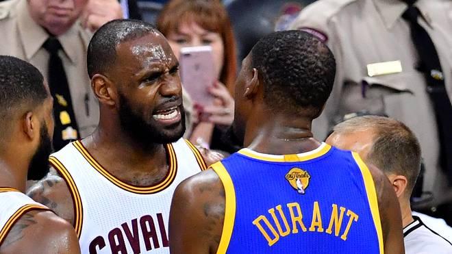 Die Warriors um Kevin Durant (r.) könnten zur unlösbaren Aufgabe für LeBron James werden