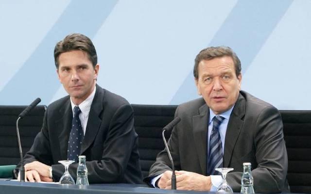 Béla Anda (l.) war zwischen 2002 und 2005 Regierungssprecher unter Gerhard Schröder