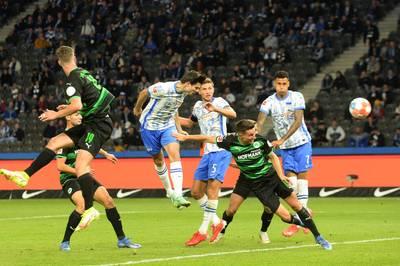Hertha BSC steuert im Freitagsspiel der Bundesliga gegen Aufsteiger SpVgg Greuther Fürth auf die nächste Pleite zu. Doch ein Neuzugang leitet die Wende ein.