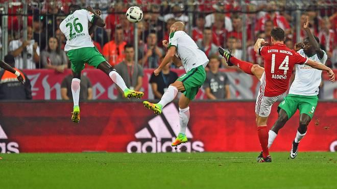 Xabi Alonso (r.) markierte den ersten Treffer der neuen Saison