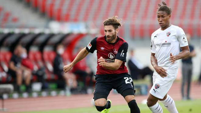 Der 1. FC Nürnberg (l.: Enrico Valentini) will in Ingolstadt den Klassenerhalt perfekt machen
