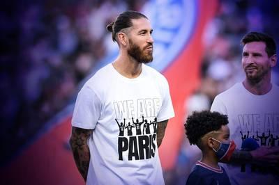 Sergio Ramos polarisiert über mehr als ein Jahrzehnt den Weltfußball. Nun ist es verdächtig ruhig um den Spanier geworden - wann feiert er sein Debüt für Paris Saint-Germain?