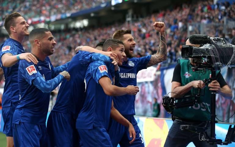 Zwischenzeitlich träumte der FC Schalke 04 sogar von der Tabellenführung, doch auch mit dem 3:1-Sieg beim bisherigen Spitzenreiter RB Leipzig setzten die Königsblauen ein Ausrufezeichen