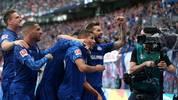 Die Schalker Spieler feiern ein Tor von Amine Harit