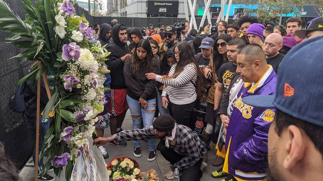 In Los Angeles versammelten sich zahlreiche Lakers-Fans und trauerten um Kobe Bryant