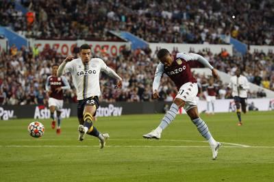 Leon Bailey erzielt seinen ersten Treffer für Aston Villa. Doch der Ex-Leverkusener verletzt sich dabei.