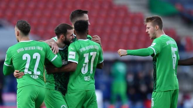 Fürth gewinnt gegen Braunschweig und springt vorübergehend auf Platz zwei